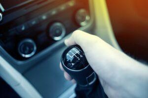 Как водить машину для начинающих пошагово: механика